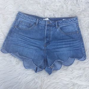 H&M High Waist Scallop Hem Jean Shorts